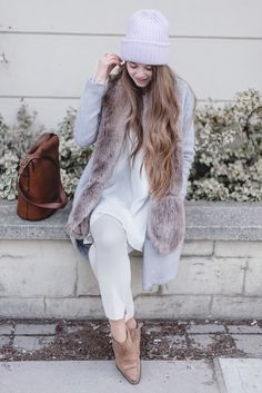 How to wear pastels, white, and bright colours outfit in the winter. Click through for 4 tips on keeping a consciously light + bright winter wardrobe!