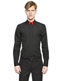GIVENCHY METAL STARS ON COTTON POPLIN SHIRT £320.00 on luisaviaroma PRE-ORDER > IN ARRIVAL BY FEB 2015 Red and back collar with metal star plaques Concealed front button closure Button cuffs Sample size: 40 100%CO