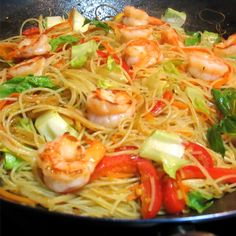 kids go crazy over Singapore Noodle Night!My kids go crazy over Singapore Noodle Night! Asian Recipes, Healthy Recipes, Ethnic Recipes, Asian Foods, Singapore Rice Noodles, Chinese New Year Food, Singapore Food, Asian Cooking, Mets