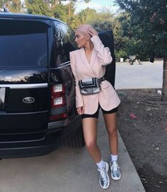 Kylie Jenner Wore a Blazer and Bike Shorts — Teen Vogue - Kylie Jenner Wore a Blazer and Bike Shorts Best Picture For cool outfits For Your Taste You are l - Robert Kardashian, Khloe Kardashian, Kendall Jenner Outfits, Trajes Kylie Jenner, Kardashian Kollection, Teen Vogue, Nude Socks, Miranda Kerr Street Style, Denim Bomber Jacket