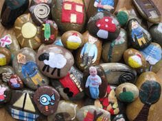 DIY Story Stones ~ LOVE this idea for creating the characters from a favorite story & being able to 'play' or retell the tale through the stone pieces! Terrific pre-school, grade school, family or grandma/pa activity =) Story Stones, School Play, Pre School, School Stuff, Story Sack, Magazine Pictures, Crafts For Boys, Kid Crafts, Craft Activities