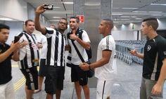 BotafogoDePrimeira: O campeão voltou, e cerca de 30 fãs vão ao aeropor...