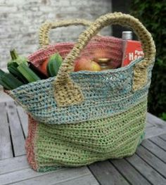 I'm passionate about crochet and handmade items, I'm always creating. Crochet Baby Hats, Crochet Gifts, Diy Crochet, Crochet Bags, Sisal, Hand Knit Bag, Homemade Bags, Crochet Market Bag, Crochet Handbags