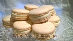 Macarons vegan alla vaniglia e rosa con acquafaba (acqua di cottura dei ceci) | Paradiso dei Dolci Vegan Macarons, Biscotti, Hamburger, Cheesecake, Bread, Cookies, Healthy, Desserts, 3