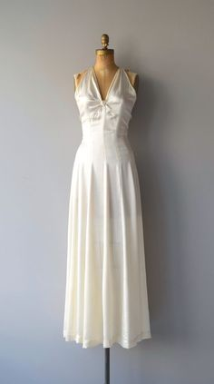 Vintage 1930s luminous silk wedding gown with plunging neckline, cross back and back metal closures.  --- M E A S U R E M E N T S ---  fits like: xs bust: 32 waist: 25 hip: free length: 61.5 brand/maker: n/a condition: some minor stress to the seams in the front, see close up photo  ✩ layaway is available for this item  To ensure a good fit, please read the sizing guide: http://www.etsy.com/shop/DearGolden/policy  ✩ more vintage dresses ✩…