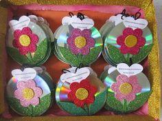 Soda şişesinden saksı – Valentine's Day Easy Valentine Crafts for Kids to Make Felt flowers in bottles Cd Crafts, Diy Crafts Videos, Flower Crafts, Arts And Crafts, Valentine Crafts For Kids, Fathers Day Crafts, Diy Crafts For Kids, Art N Craft, Spring Crafts