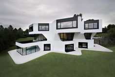 J. Mayer H., a Berlin-based design studio, has designed this very aesthetically pleasing three-story home in Ludwigsburg, Germany. The 12,800 square-foot home, named Dupli Casa, was completed back in 2008 and it replaced an existing home.
