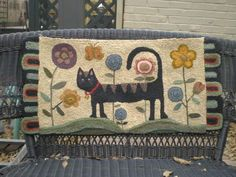 Rug Hooking Designs, Rug Hooking Patterns, Wool Quilts, Wool Rugs, Wool Applique Patterns, Hand Hooked Rugs, Cat Quilt, Wool Art, Felt Decorations