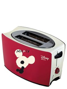 Tyylikkäällä Mikki-leivänpaahtimella loihdit herkullisen rapeat leivät aamiaiseksi tai välipalaksi. 2 leivänpaahtoaukkoa.  Uudelleenlämmitys-, sulatus-, ja keskeytyspainikkeet. Teho 800 W. Hauska väritys: toiselta puolelta punainen ja toiselta musta Disney Style, Mickey Mouse, Kitchen Appliances, Diy Kitchen Appliances, Home Appliances, Michey Mouse, Domestic Appliances, Disney Outfits