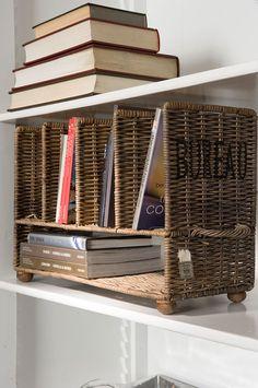 Un mueble pequeño para el hogar - mini buró de #mimbre o #rattan
