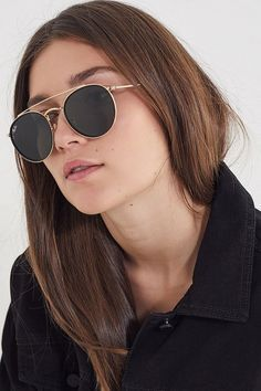 Ray-Ban round double bridge sunglasses - gold at urban outfitters Stylish Sunglasses, Gold Sunglasses, Ray Ban Sunglasses, Polarized Sunglasses, Sunglasses Women, Trending Sunglasses, Round Ray Bans, Bridge, Fashion Outfits