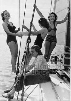 Vier Frauen auf einem Segelschiff, 1940 Timeline Classics/Timeline Images
