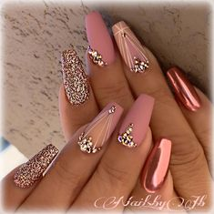 Metallic​ Pink Quinceanera Nails A rose gold quinceañera is a glamorous, gorgeous theme! Gold & pink elements inspire a rose gold quince. Our rose gold inspirational pictures can help you! Nail Design Glitter, Gold Nail Designs, Acrylic Nail Designs, Bling Nail Art, Bling Bling, Rose Gold Nail Design, Best Nail Designs, Sexy Nail Art, Diamond Nail Designs