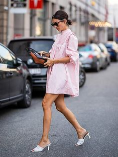 The Best Street Style From Copenhagen Fashion Week Spring/Summer 2019 Street Style Outfits, Look Street Style, Street Style Summer, Street Chic, Pink Outfits, Fashion Outfits, Fashion Tips, Fashion Trends, Style Fashion