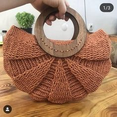 Wood is beautiful in every season separately 🦋🍃. Our favorite model is September colors . Bead Crochet Patterns, Crochet Designs, Crochet Handbags, Crochet Purses, Handmade Handbags, Handmade Bags, Diy Crafts Crochet, Crochet Ideas, Love Crochet