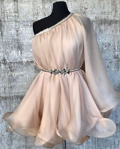 TiarStudio va pune la dispozitie rochii de seara pe care le veti gasi mereu, dar mai ales cand aveti nevoie. Rochii de zi sau rochii casual sunt la indemana, dar cand vorbim de o rochie de seara lucrurile se schimba. Girls Casual Dresses, Stylish Dresses, Short Dresses, Prom Dresses, Most Beautiful Dresses, Evening Dresses, Flower Girl Dresses, Fashion Outfits, Clothes For Women