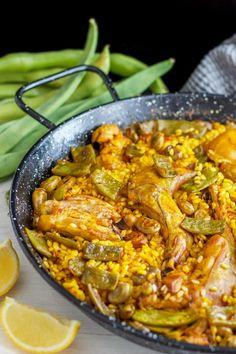 Easy Paella Valenciana Recipe - Traditional Spanish Food - Recipes to try Valenciana Recipe, Paella Valenciana, Easy Potato Recipes, Rice Recipes, Healthy Recipes, Turkey Recipes, Spanish Rice, Spanish Food, Spanish Meals