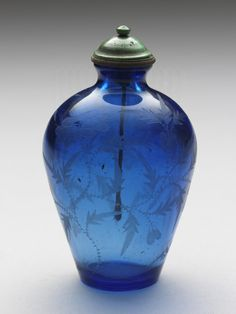 Transparent blue glass snuff bottle with an engraved floral design Qianlong reign (1735-1796),  Qing dynasty 9.3 x 5.0 cm. 清 乾隆 藍色透明玻璃刻花鼻煙壺