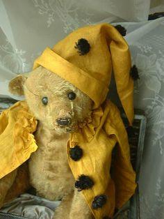Wonderful bear in his clown attire. http://www.afewgoodbears.com
