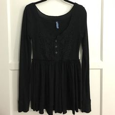 Free People | Long sleeved top Top is very flattering! Fitted at the top (with elaborate crochet detailing) and flowy at the bottom. Very comfy and fashionable! Like new. Sleeves are long (like most FP shirts are) so they may need to be rolled up, like in photo #4! Free People Tops
