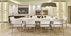 Mesa de jantar: saiba como inseri-la na decoração da sala ou da cozinha - A mesa de jantar pode ser usada na sala, de estar ou jantar, ou na cozinha. A seguir, uma arquiteta e um decorador ensinam a adaptar a decoração de cada cômodo para receber o móvel. Confira!