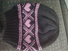Enkel og kjapp strikk - og i tillegg ble jeg kvitt litt rosa restegarn i samme slengen. Denne ble i perfekt damestørrelse og havner i gave...