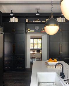 Black Kitchens, Luxury Kitchens, Home Kitchens, Kitchen Black, Kitchen And Bath, Kitchen Dining, Kitchen Decor, Kitchen Furniture, Cabinet Molding