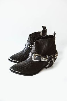 Now these are bad ass. And I am going to basically declare bankruptcy after see this new collection by Spell Designs. These are the Gypsy Rocker Boots. Rock Chick Style, Rocker Boots, Mode Shoes, Boho Boots, Boho Inspiration, Zara, Rocker Style, Only Shoes, Winter Shoes