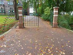 Gemeentehuis, toegangshek in Winsum | Monument - Rijksmonumenten.nl