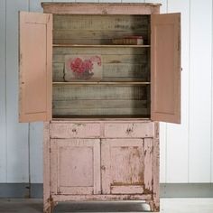 Leslie Stocker's instructions on how to copy this Rachel Ashwell shabby chic cupboard