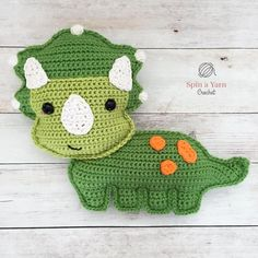 crochet dinosaur patterns Hi, friends! Trish is a triceratops. She is the latest in my Dino series and is the first Kawaii Crochet, Crochet Gratis, Crochet Geek, Crochet Yarn, Easy Crochet, Crochet Toys, Free Crochet, Crochet Animals, Crochet Dinosaur Patterns