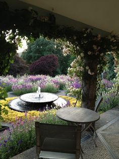 Hotel Endsleigh Dream Garden, Garden Art, Back Garden Design, Greenhouse Gardening, Farm Gardens, English Countryside, Bed Ideas, Greenhouses, Flower Beds