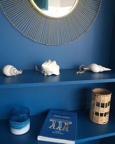 ulle d'oxygène, bulle d'énergie, bulle d'air... Avec la mer en toile de fond, la décoratrice @agence_annabelle_fesquet a mis en scène les Bulle D Air, Decoration, Instagram, Home Decor, Shades Of Blue, Backdrops, Decor, Decoration Home, Room Decor