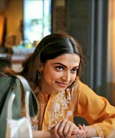 Bollywood Outfits, Bollywood Fashion, Stylish Girls Photos, Girl Photos, Bollywood Wallpaper, Dipika Padukone, Deepika Padukone Style, Ethnic Outfits, Dress Indian Style