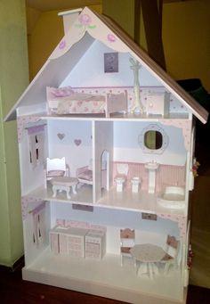 Diseño y Decoración de Interiores: Casita de Muñecas Shabby chic Doll Toys, Dolls, Doll House Plans, Wooden Dollhouse, Cry Baby, Diy Wood Projects, Gaia, Dollhouses, Toddler Bed