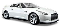 Maisto 1:24 Scale 2009 Nissan GT-R Diecast Vehicle