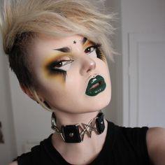 Edgy Makeup, Gothic Makeup, Dark Makeup, Makeup Goals, Makeup Inspo, Makeup Inspiration, Makeup Ideas, Goth Eyebrows, Short Eyebrows