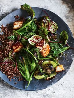 Take your meat-free offerings up a notch with this flavoursome charred broccoli and brussels sprout salad with haloumi and red quinoa. Charred Broccoli, Broccoli Salad, Broccoli Recipes, Clean Eating, Healthy Eating, Healthy Life, Brussel Sprout Salad, Brussels Sprouts, Vegetarian Recipes