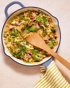 ham and snow-pea fried rice in a white and blue pot with a wooden spoon Ham Chowder Recipe, Chowder Recipes, Ham Dishes, Food Dishes, Side Dishes, Ham Recipes, Side Dish Recipes, Ham Fried Rice