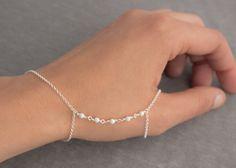 Sterling Silver Hand Chain Finger to Wrist Slave Bracelet Hand Jewelry, Cute Jewelry, Body Jewelry, Jewelry Crafts, Jewelry Design Earrings, Beaded Jewelry, Jewelry Accessories, Beaded Bracelets, Jewellery