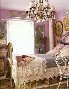 Lavender Shabby Chic Bedroom Decorating. #shabbychichomes #shabbychicpink