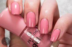 Hallöchen, die Zweite für heute! Weiter geht's mit den neuen the gel nail polish Lacken von essence - die nächsten 9 Farben stehe...