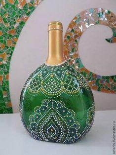 Bottle Painting Glass Bottles arşivleri – Diy How to Crafts Painted Glass Bottles, Glass Bottle Crafts, Wine Bottle Art, Bottle Bottle, Decorated Bottles, Dot Art Painting, Mandala Dots, Altered Bottles, Bottle Painting