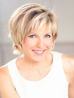 Get hair style inspiration. No matter what your hair type is, we can help you to find the easy hairstyles. Cute Hairstyles For Short Hair, Curly Bob Hairstyles, Easy Hairstyles, Layered Hairstyles, Short Hair With Layers, Short Hair Cuts, Short Hair Styles, Evelyne Dheliat, Hair Type