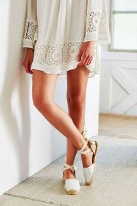 Sandals Summer Soludos Classic Leather Espadrille Sandal - Urban Outfitters - There is nothing more comfortable and cool to wear on your feet during the heat season than some flat sandals. Espadrille Sandals, Flat Sandals, Flats, Diy Kleidung, Freida Pinto, Look Fashion, Womens Fashion, Leather Espadrilles, Espadrilles Outfit