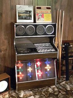 we must figure out a way to blast all music as loud as we want. any sund system ideas guys? Vinyl Music, Vinyl Records, Music System, Boombox, Music Stuff, Radios, Jukebox, Vintage, Vintage Comics
