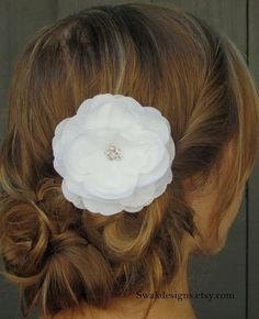 possible hairdo, without the flower