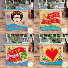 Da un regalo ÚNICO y especial💛 Inga Accesorios • Elaborado todo con la intención del poder de la palabra! Materas hechas obras de arte, únicas y personalizadas pintadas a mano. #hechoconelcorazon #bogota #regalo #gift #artesania #mantra #lobuenodecolombia #budism #plants #suculenta #suculent #gratitud #diseño #design #om #todolobuenodecolombia #compracolombiano #namaste #positive #positivethinking #mandala #love #amor #lawattraction #buda #flowers #claypot #yoga #ceramicas #frida