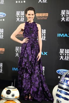 """Daisy Ridley attends the """"Star Wars: The Force Awakens"""" Tokyo premiere wearing Jason Wu Pre-Fall 2016"""