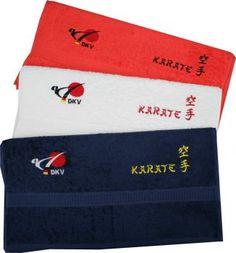 """Handtuch mit DKV-Logo, Text """"Karate"""" und Karate Schriftzeichen / Kanji bestickt. Größe: 50 x 100 cm Frotteetücher in bester Qualität. Die Tücher sind für den langlebigen Gebrauch produziert. Die flauschigen Frottee-Tücher haben ein Gewicht von 450 g/qm. Erhältlich in den Farben rot, weiß und dunkelblau"""